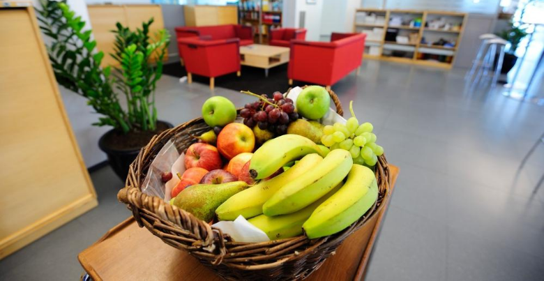 Fruitmand op kantoor